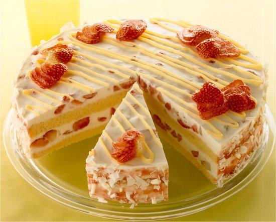 ๑۩۞۩๑ ☃ الف الف مبروك Erdbeer-Eierlikoer-Torte.jpg